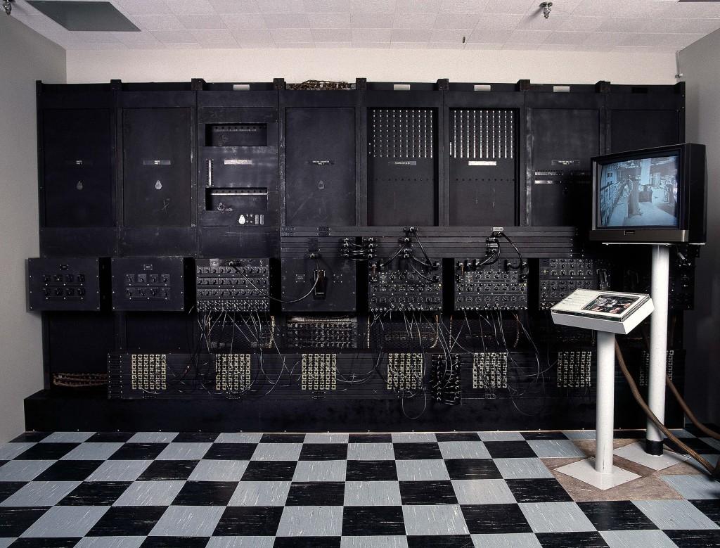 ENIAC_Ο ENIAC (αγγλική συντομογραφία του Electronic Numerical Integrator and Computer, Ηλεκτρονικός αριθμητικός ολοκληρωτής και υπολογιστής),